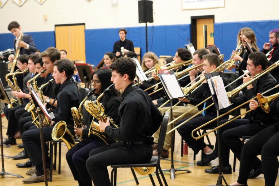 The+PMHS+band+gets+the+the+audience+tapping+their+toes+during+the+winter+concert.