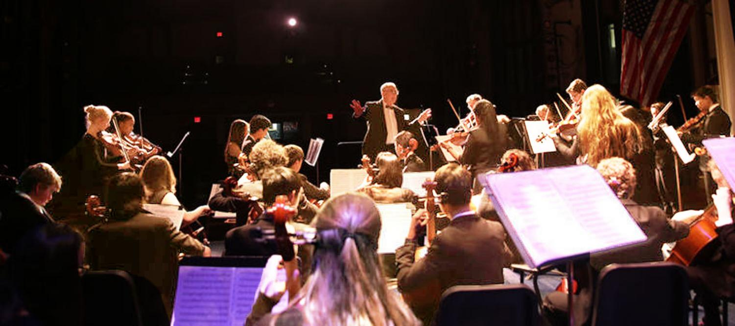 With Mr. Schwartz' guidance, the orchestra  skillfully plays an evening of winter tunes.