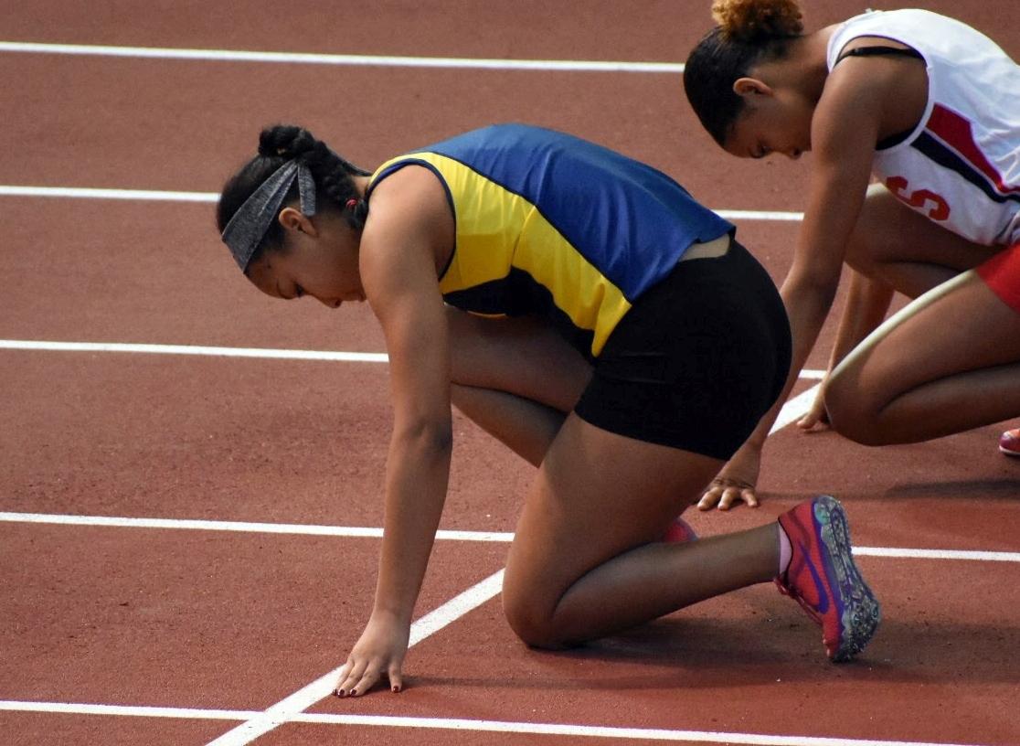Junior Nora Tahbaz prepares for her race.
