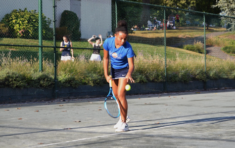Sophomore Amaya Golbourne gets ready to serve an ace.